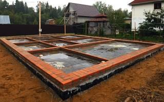 Сколько рядов кирпича нужно класть на фундамент для дома