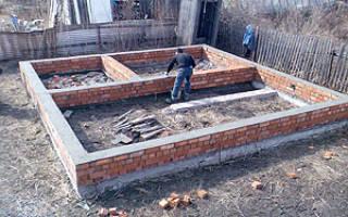 Сколько рядов кирпича нужно класть на фундамент для бани