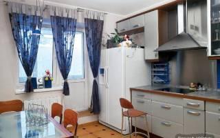 Французские окна на кухне с выходом на лоджию